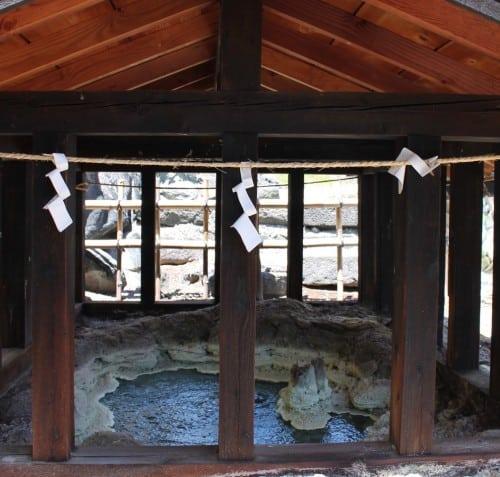 Schwefel im Tamago-yu Onsen Takayu, Fukushima, Japan
