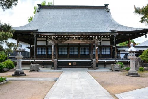 Enkou-ji temple is located on the canal of Hida Furukawa.