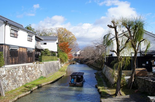 Omihachiman is a small town on the east shore of Lake Biwa, between Kyoto and Hikone.