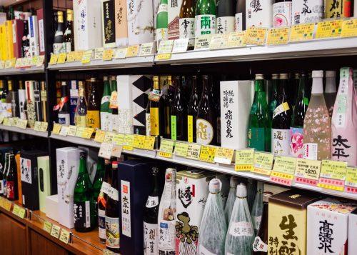 Large sake selection in Akita antenna shop.