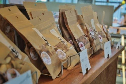 Souvenir Shop Kikuka: Nuts
