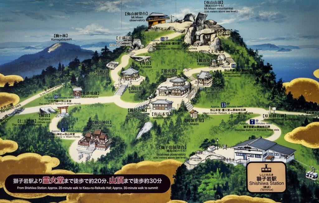 Eine Karte der Wanderberge vom Berg Misen auf Miyajima, Präfektur Hiroshima, Japan.