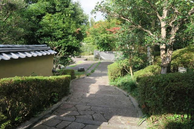 Die gepflasterte Straßen sind ziemlich alt und spiegeln die japanische Geschichte wider, Kitsuki, Oita, Japan