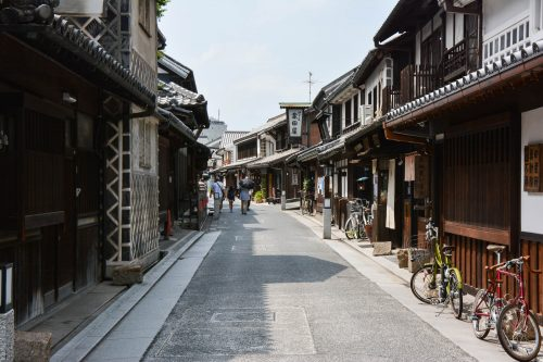 Historische Straße im Bikan Viertel, Präfektur Okayama, Japan.