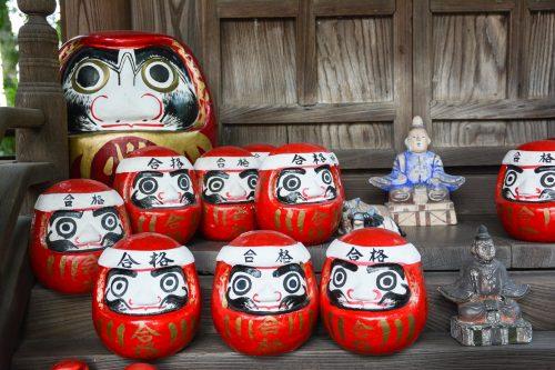 Daruma Figuren in Kurashiki, Präfektur Okayama, Japan.