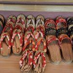 Hita und das traditionelle Handwerk: Besuche Geta und die Sojasauce Fabrik