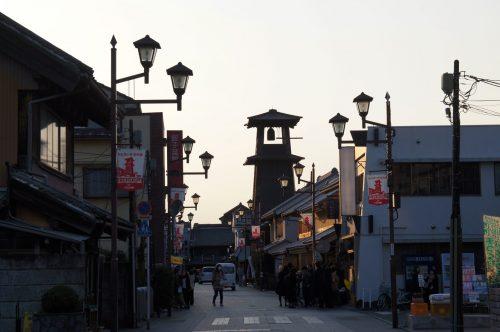 Straße und Glockenturm in Kawagoe