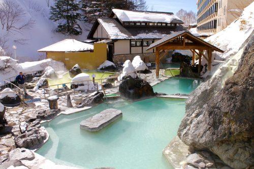 Außenanlage des Manza Kogen Hotel