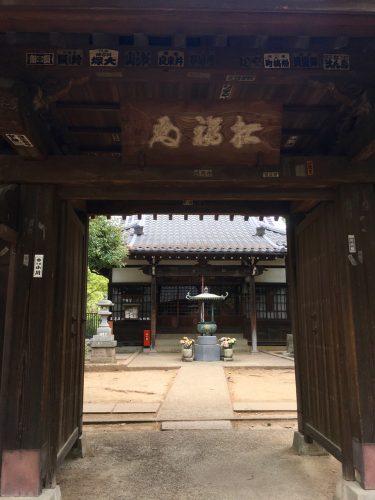 Besuch eines buddhistischen Tempels in Japan.