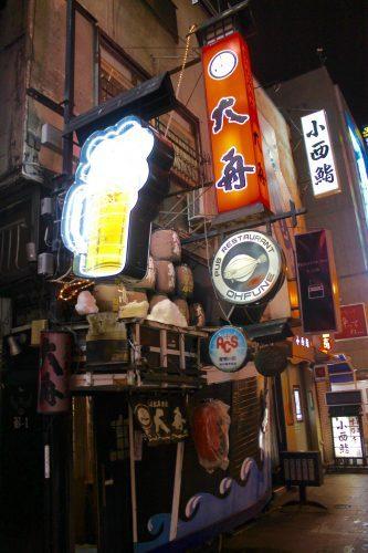 Das Nachtleben von Asahikawa,der zweitgrößten Stadt von Hokkaido, Japan.