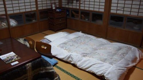 Schlafen auf einem Futon im Bauernhaus.