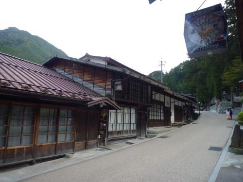 Techos típicos de la arquitectura Edo de Japón, en Narai-juku