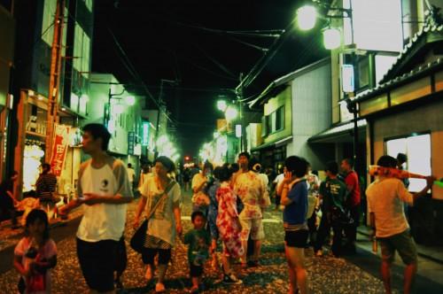 Festival de Tanabe de noche, en Wakayama, Japón.