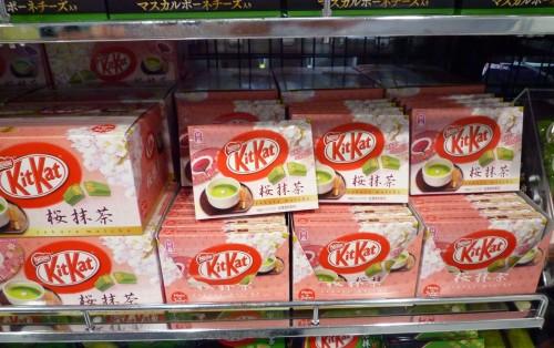 Kit Kat de té verde y cerezo en flor en Japón.