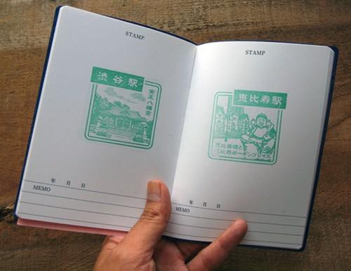 Cuaderno con dos sellos o estampas japoneses