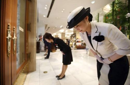 Hospitalidad japonesa, el excelente servicio de atención al público en Japón