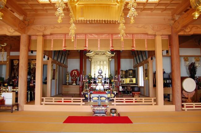 Interior del templo Enmeiji de Nagasaki