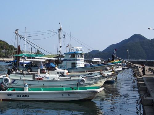 Puerto y barcos en la isla de Shodoshima (Japón)