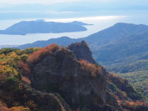 Vistas del mar y la montaña desde las montañas de Shodoshima (Japón)