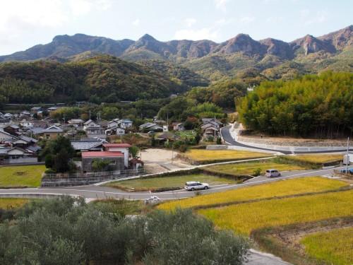Montañas y campos de arroz en la isla de Shodoshima