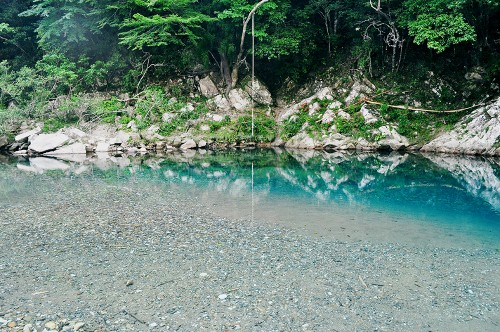 Aguas cristalinas del río Kumano (Japón)