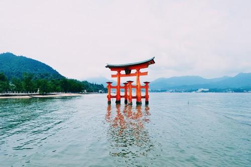 Torii gigante flotante de la isla de Miyajima, en Hiroshima