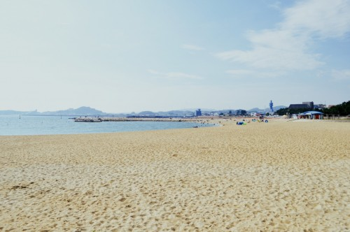 Playa de Ogigahama, en Tanabe (Wakayama, Japón)
