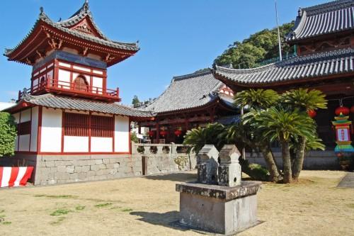 campanario templo rojo