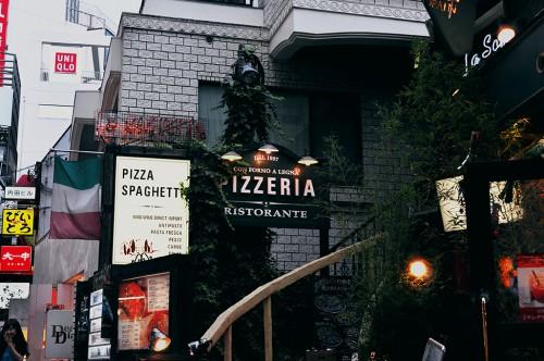 Pizzería italiana en la calle Supeinzaka de Shibuya (Tokio)