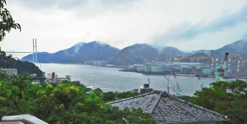 Vista panorámica de la Bahía de Nagasaki desde los jardines de Glover (Japón)