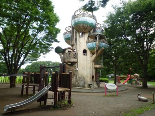 Edificio con aspecto de árbol en el Parque Samagihara (Japón)