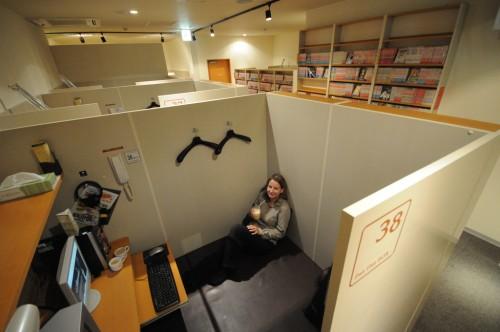 Interior de un manga café en Japón