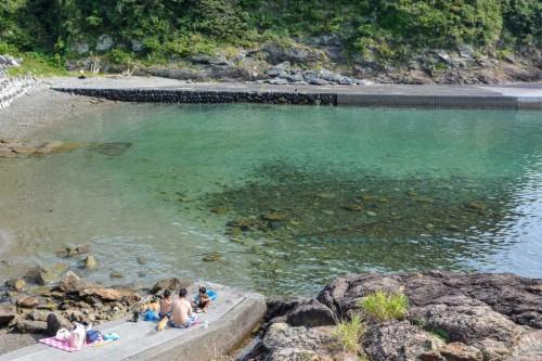 Playa de aguas turquesas de Fukashima (Oita).