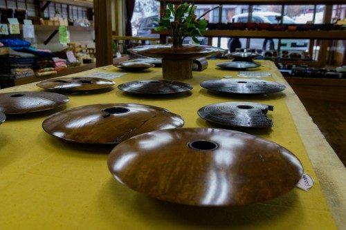 Pieda de madera en la tienda de artesanía en madera RokuroZaikunoYamaichi.