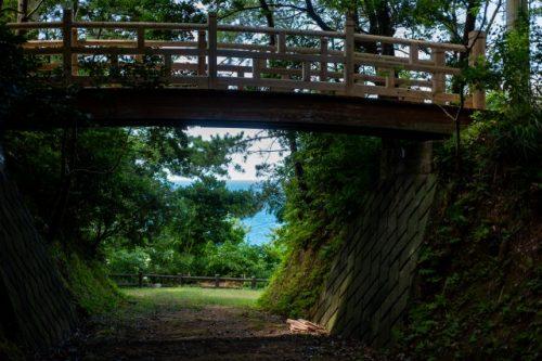 Un pequeño puente de madera. Me dijeron que esta vez era la ubicación de un pequeño castillo.