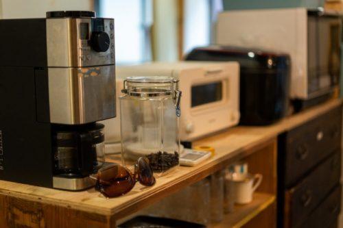 Kame House: Cafetera, tostadora, nevera; todo lo que necesitas al preparar una comida