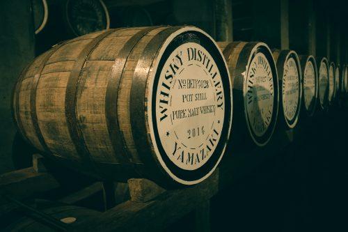 Barril para dejar reposar el whisky en la destilería Yamazaki, Osaka, Japón.