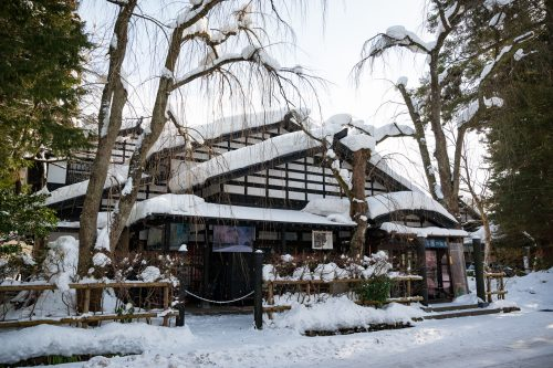 Nieve cubriendo edificios de Kakunodate, Akita.