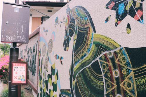 Mural en el barrio de de Koenji, Suginami, Tokio, Japón