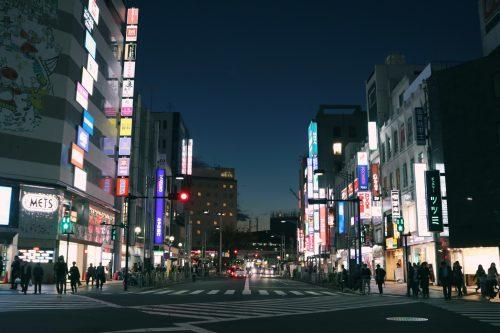 Imagen nocturna de Abakane, Tokio, Japón