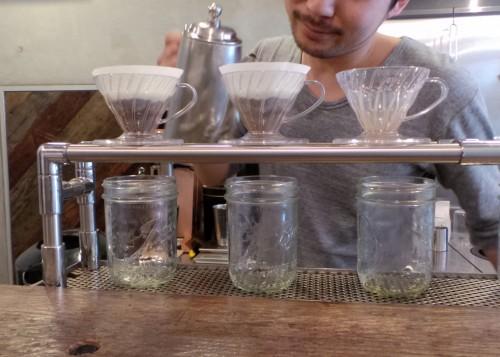 Préparation originale du café par le barista au Good Goodies à Kamakura