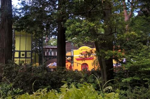 Le musée Ghibli vu depuis l'extérieur : architecture et Totoro