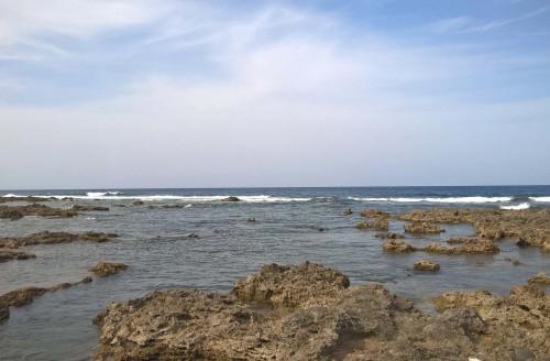 Piscine de poissons tropicaux à Kumejima, Okinawa