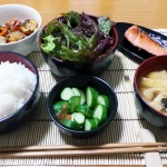 Qu'est-ce que le concept japonais du « ichiju sansai » ou « 1 soupe et 3 plats » ?