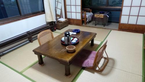 La chambre de mon ryokan dans le quartier de Kannawa à Beppu sur l'île de Kysuhu