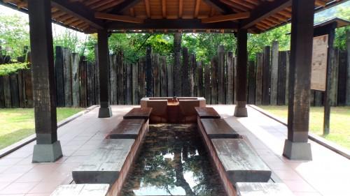 Onsen gratuit pour les pieds au Chinoike Jigoku, Beppu sur l'île de Kyushu
