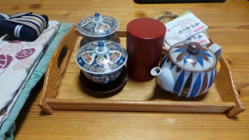 Thé et yukata au ryokan Hakuunsou situé dans le village de Yunohira à côté de Yufuin sur l'île de Kyushu