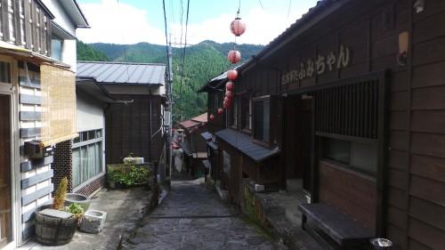 Les rues du petit village de Yunohira à côté de Yufuin sur l'île de Kyushu
