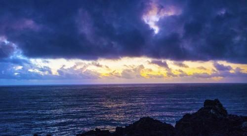Coucher de soleil du cap Hedo sur l'île principale d'Okinawa