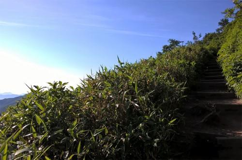 Ascension de la montagne Asahidake, parc Daizetsuzan, Hokkaido, Japon.
